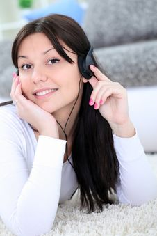Free Teenager Listening Music Royalty Free Stock Photography - 26729997