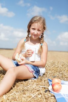 Free Cute Girl Eating Healthy Meal Royalty Free Stock Image - 26732786