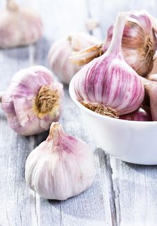 Free Fresh Garlic Royalty Free Stock Photography - 26736317