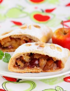 Free Apple Strudel Royalty Free Stock Photo - 26789345