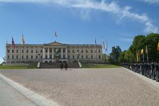 Free The Royal Palace In Oslo Royalty Free Stock Images - 2685569