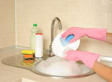 Free Women S Hands Washing Dish Royalty Free Stock Photos - 26807988