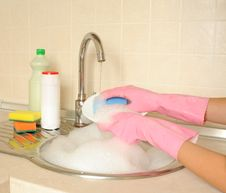 Free Women S Hands Washing Dish Stock Image - 26808001