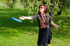 Free Young Woman With Frisbee Stock Image - 26812651