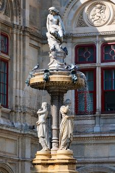 Free The Fountain At The Vienna State Opera Royalty Free Stock Photo - 26813445