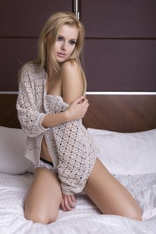 Free Beautiful Blonde In Bed Royalty Free Stock Image - 26825486