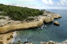 Free Natural Coastline Of Algarve Royalty Free Stock Image - 26831106