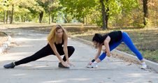 Free Two Women Working Out Together Stock Photography - 26837912