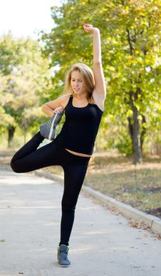 Free Supple Woman Stretching Stock Photography - 26838062