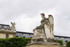 Free Beautiful Statues Located On The Avenue Des Champs-Elysees In Paris, France Royalty Free Stock Images - 26842509