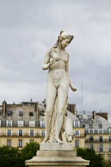 Beautiful Statues Located On The Museum Of The Louvre In Paris, France Stock Photo