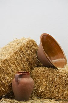 Free Clay Utensils And Straw Haystack Royalty Free Stock Photos - 26856878
