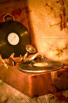Free Retro Gramophone Royalty Free Stock Photo - 26875875