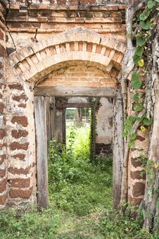 Free Old Buildings Royalty Free Stock Photo - 26903205
