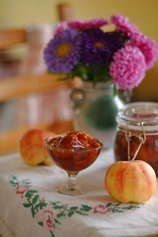 Free Pear And Apple Preserve Royalty Free Stock Images - 26916169