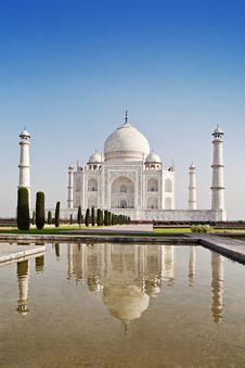 Free Taj Mahal, Agra Royalty Free Stock Image - 26930446