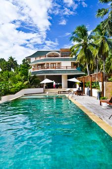 Free House Resort With A Swimming Pool Royalty Free Stock Images - 26930599