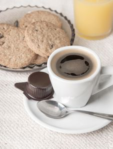 Free Chocolate Chip Cookies With Cup Of Coffee Royalty Free Stock Photos - 26931008