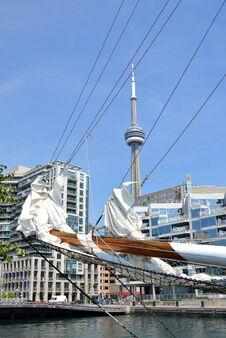 Free Toronto Harbour Royalty Free Stock Photo - 26934515