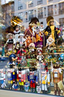 Free Nutcrackers In The Shop Royalty Free Stock Images - 26936599