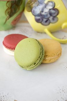 Free Macarons With Colorful Cup Stock Images - 26965494
