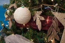 Free Christmas Ball Decoration Stock Photography - 26976492