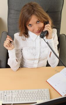 Free Business Woman Speeking Over The Phone Stock Images - 26981464