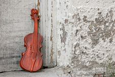 Free Violin Against The Door Royalty Free Stock Photography - 274247