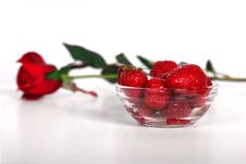 Free Fresh Strawberries And Rose Royalty Free Stock Photo - 2704275