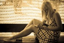 Free Young Blonde Girl Reading Royalty Free Stock Image - 2704646