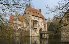 Free Moated Castle In Germany Stock Photo - 27004290