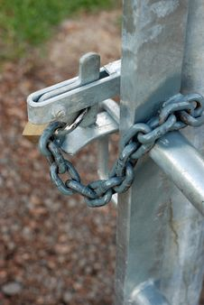 Free New Gate Latch With Padlock And Chain. Royalty Free Stock Images - 27020499