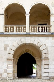 Free Gate To Pieskowa Skala Palace Stock Photo - 27020990