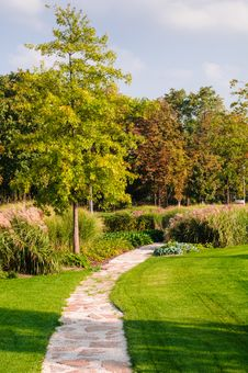 Free Pathway In The Park Royalty Free Stock Photography - 27023097