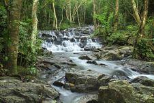Free Sam Lan Waterfall Royalty Free Stock Photography - 27027297
