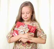 Free Little Blond Girl Holding A Red Glamorous Gift Royalty Free Stock Images - 27030229