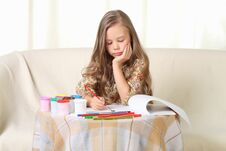 Free Little Blond Girl Drawing At Home On Sofa Royalty Free Stock Images - 27030669