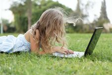 Blond  Girl With Laptop Outdoors Royalty Free Stock Images