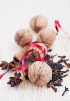 Free Cinnamon And Walnut Royalty Free Stock Photos - 27050438