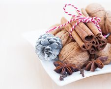 Free Christmas Nuts And Spices Royalty Free Stock Photos - 27050448