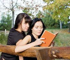 Free Two Female Friends On A Bench Stock Photo - 27051050