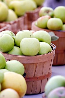 Free Green Apple Baskets Stock Photography - 27054492