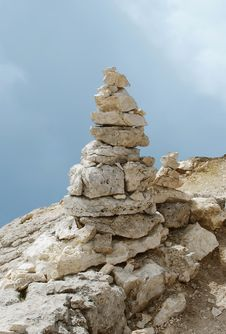 Free Balanced Tower Of Rocks Stock Photos - 27055223