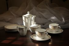 Free Teapot And Teacup Sitting Stock Photography - 27063232