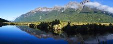 Free Mirror Lake In New Zealand Royalty Free Stock Photo - 27064425