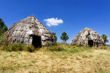 Free Traditional Straw Huts In Greek Country Stock Photo - 27074520