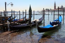 Free Parking In Venice Royalty Free Stock Images - 27077239