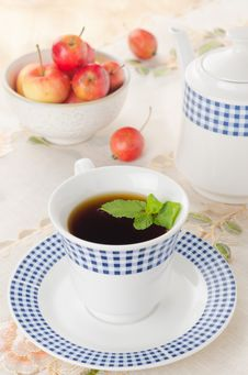 Free Black Tea With Mint And Apples Royalty Free Stock Image - 27091186