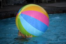Free Beach Ball Royalty Free Stock Photography - 2713737