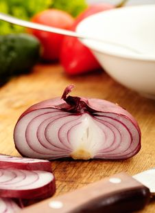 Free Red Onions Royalty Free Stock Image - 27102436